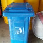 TEMPAT SAMPAH FIBER RODA 2 K.120 Liter