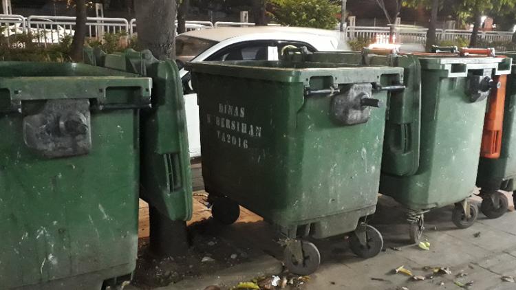 tong sampah weber