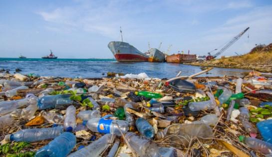 tumpukan-sampah-plastik-berbahaya